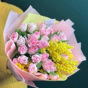 Букет тюльпанов сорта Foxtrot и медовая мимоза - фото 1