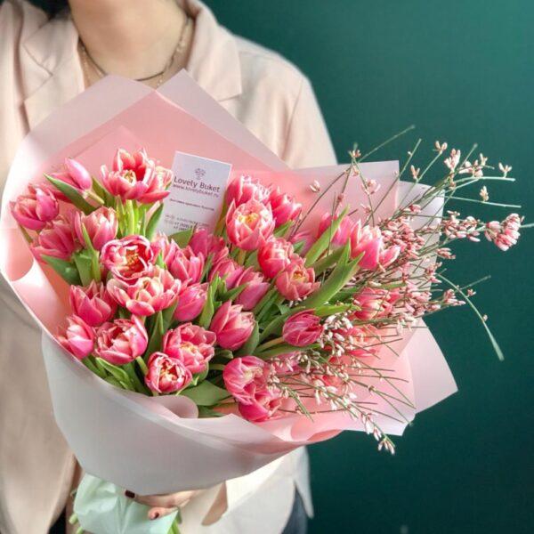 """Букет тюльпанов сорта """"Margarit"""" и ароматная гениста - фото 1"""