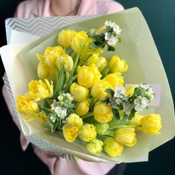 Нежный букет из лимонных тюльпанов и белого оксипеталума - фото 1