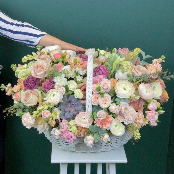 """Цветочная композиция в корзине с премиум цветами """"Музыка цветов"""" - фото 1"""