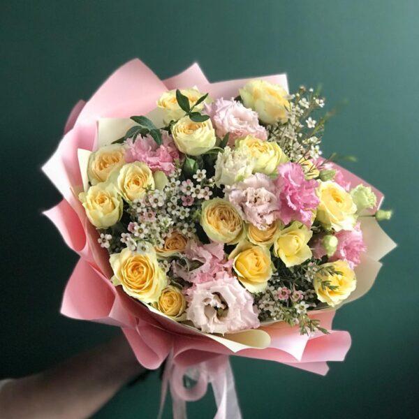 Букет в лимонно-розовой гамме с ароматным хамелациумом - фото 1