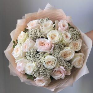 Изящный букет из ароматных пионовидных роз - фото 1