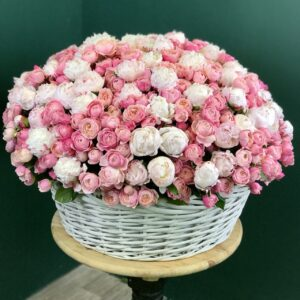 Цветочная композиция из пионов и пионовидных роз - фото 1