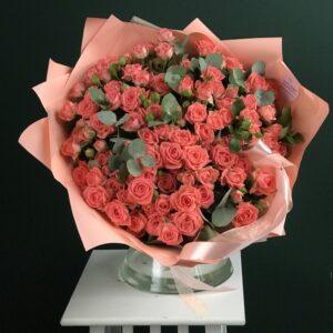 Букет из кустовых роз персикового оттенка - фото 1