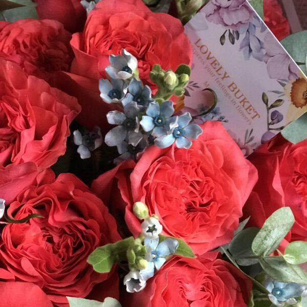 Эксклюзивные коралловые розы с веточками оксипеталума. - фото 4