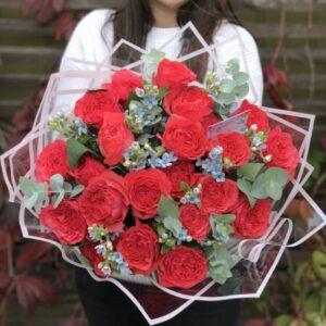 Эксклюзивные коралловые розы с веточками оксипеталума. - фото 1