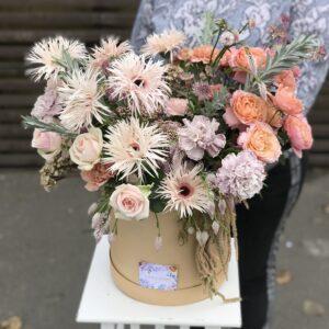 Особенная композиция с экзотическими цветами в коробке - фото 1